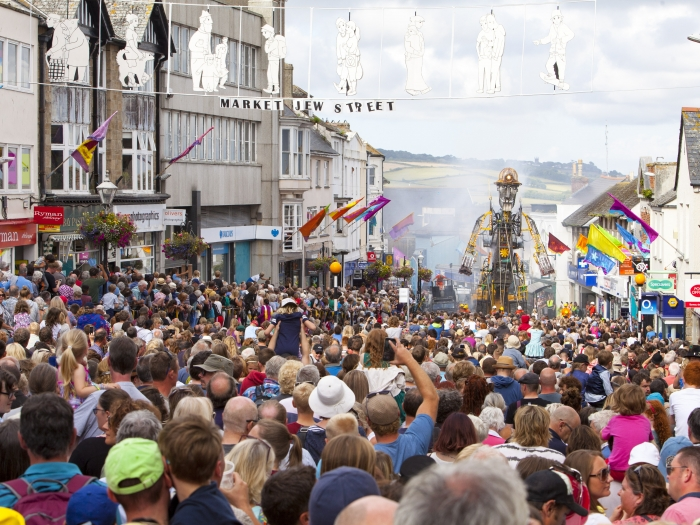 A crowd gathers in Penzance to see Man Engine – a huge mechanical puppet of a miner.